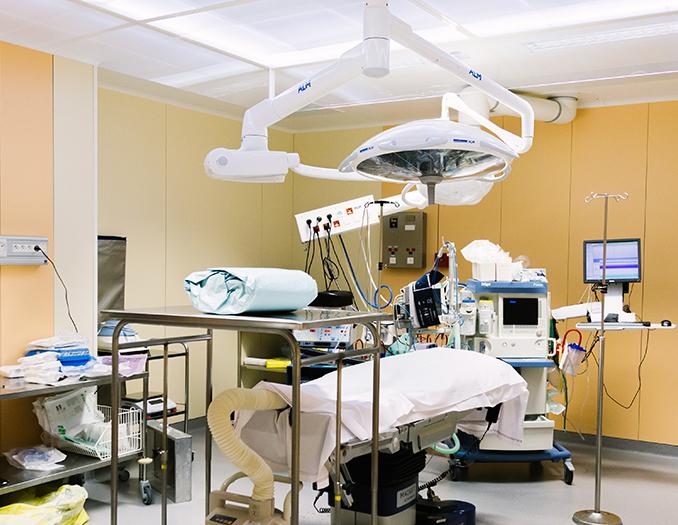 Le déroulement d'une opération de chirurgie avec le Dr Dellière à Rennes