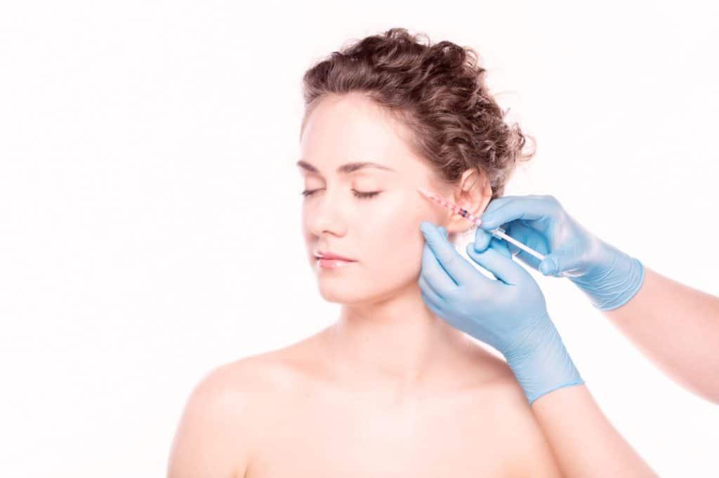 Injection d'acide hyaluronique pour le visage à Rennes | Dr Dellière